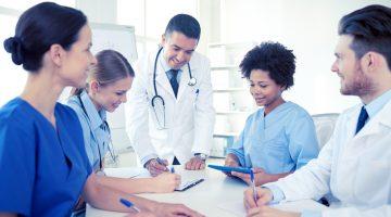 Jaką rolę pełni farmaceuta w komitecie terapeutycznym?
