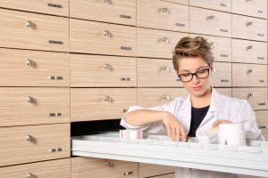 Odpowiednie przechowywanie produktów leczniczych w Apteczkach Oddziałowych jest kluczowe, aby zachować bezpieczeństwo stosowania leków